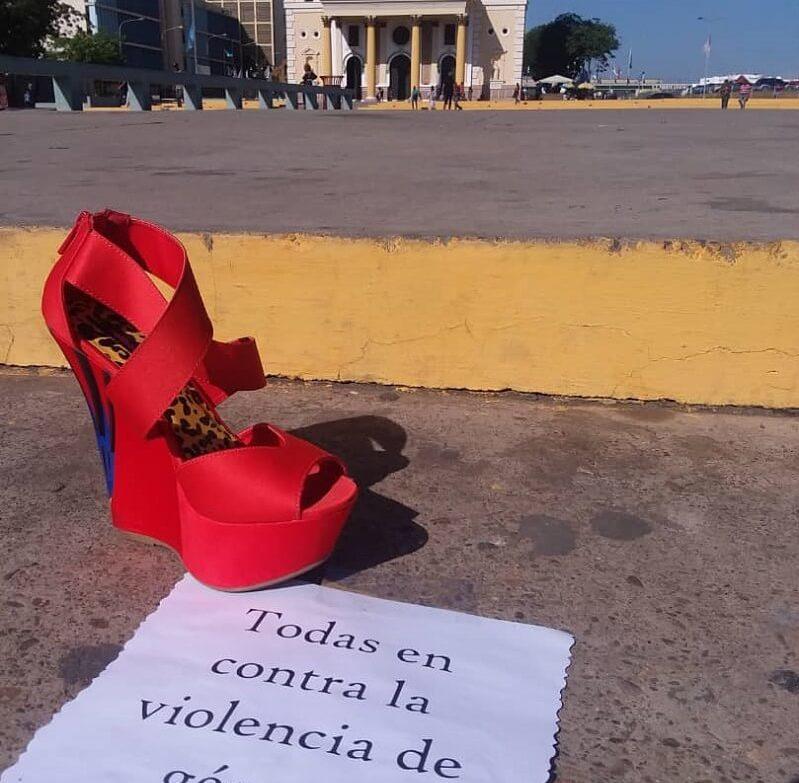 zapatos rojos y naranjas